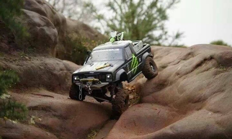 Hitting the trail with Topcad's Piggyback Shocks (Axial SCX10)