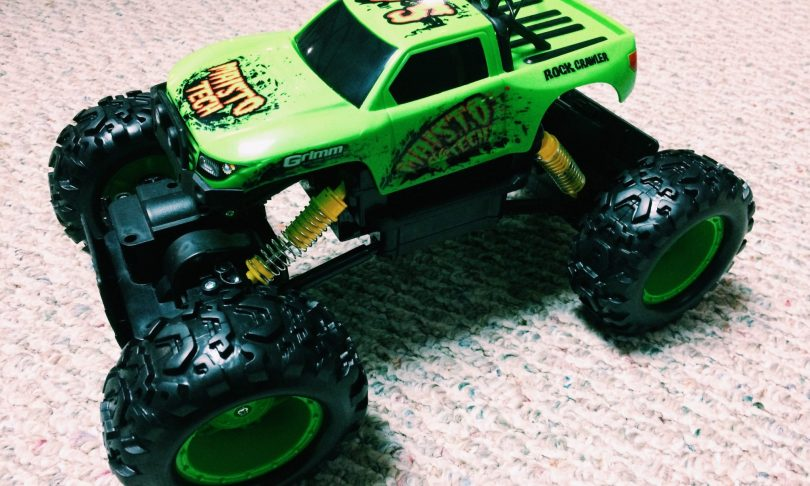 Unboxing: The Maisto R/C Rock Crawler