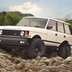 See it in Action: Carisma Scale Adventure 1981 Range Rover Classic [Video]